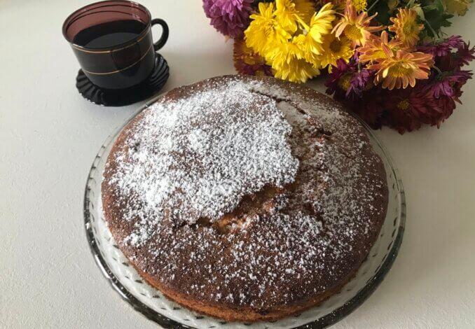 Обязательно проверяем готовность пирога в центре